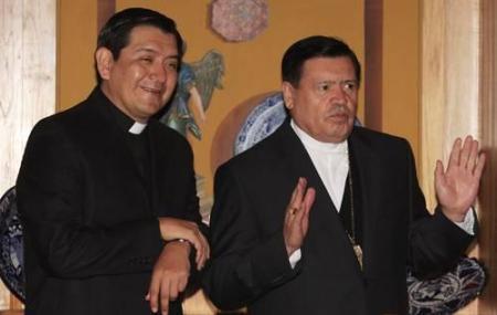 Cardenal Rivera y el p. Valdemar. Porcentualmente los católicos han caído 4% pero en la arquidióces de México el porcentaje se duplica a 8%