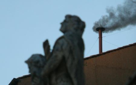 Conclave fumata