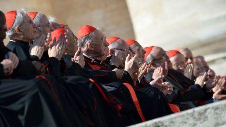 Cardenales-Roma-pontifice-Benedicto-XVI_TINIMA20130227_1120_3