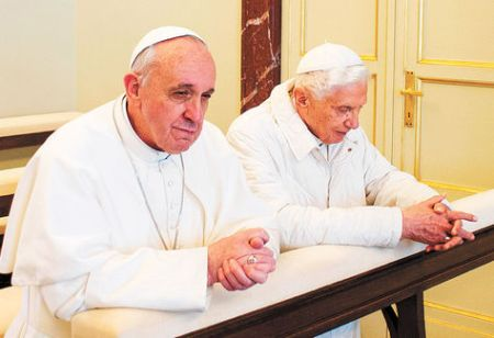 Francisco-Benedicto-XVI-Castelgandolfo-AFP_LRZIMA20130323_0090_11 (1)
