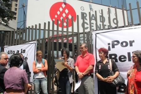Dirigentes de diferentes organizaciones e Iglesias se presentaron en las oficinas del corporativo del Grupo  Radio Centro para cuestionar la decisión de los directivos