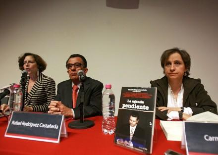 Dresser, Rodríguez y Aristegui durante la presentación del libro La agenda pendiente. 26 de abril de 2013. Foto: Germán Canseco