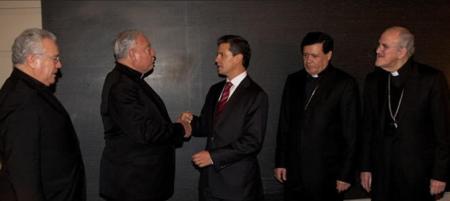 Presidente Peña Nieto con los cardenales mexicanos. Trascendió por la prensa que la reunión privada se abordó el tema de la educación en México
