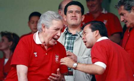 Como dirían los clásicos: la política no estodo pero está en todas partes. Aquí el histórico profesor Hank González con César Camacho