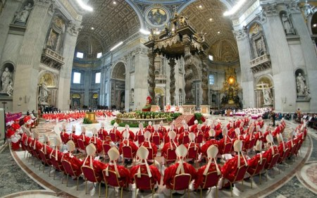 Con 2000 años de existencia y adaptaciones, se antoja ahora un futuro incierto de la Iglesia católica