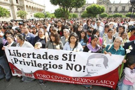 Masivas protestas en todo el país por la reforma al artículo 24 constitucional