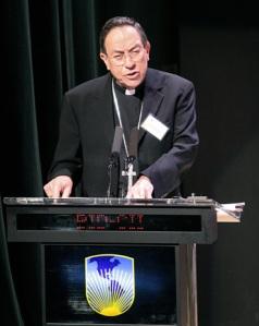 El hondureño Oscar Andrés  Rodríguez Maradiaga. Goza de la confianza de Bergoglio,  encargado dela comisión de la reforma de la curia también suena para ser el próximo Secretario de Estado