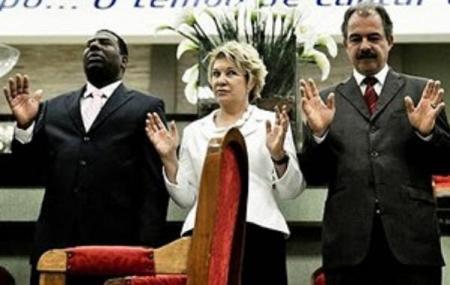 Los políticos están saliendo religiosamente del clóset