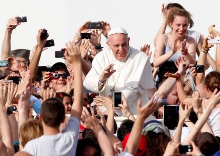 Según encuesta de IBOPE, los jóvenes reconocen en Francisco sencillez y sinceridad