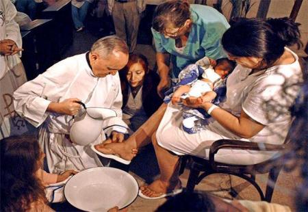 Francisco un pontífice con mayor sensibilidad por el sufrimiento de la pobreza y la injusticia