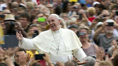 El Papa Francisco demanda cambios de actitud en la Iglesia y una revolución de la pastoralidad
