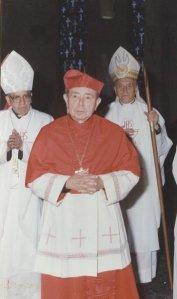 Cardenal Corripio flaquedo por Adolfo Suárez Rivera (izq) y Prigione. Actores de disputas intensas en la CEM