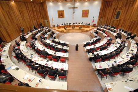Los obispos están paralizados ante las propuestas de cambio del Papa Francisco