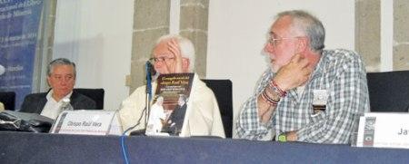 Javier Sicilia, Don Raúl Vera y Bernardo Barranco en la presentación del libro en la FIL de Minería