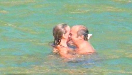 Escándalo en Argentina,  el Obispo Bargalló disfrutando junto a su amiga de la infancia, captados en costas mexicanas