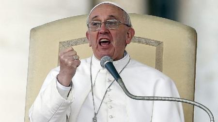 En la homilía del 7 de julio, el Papa Francisco cuestionó la complicidad de las estructuras de la Iglesia en la pederastia