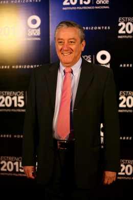 Bernardo Barranco en la alfombra roja, noche del 5 de diciembre de 2015,  en la presentación de los estrenos del Canal Once para 2015