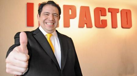 La extraña precandidatura del abogado Armando Martínez