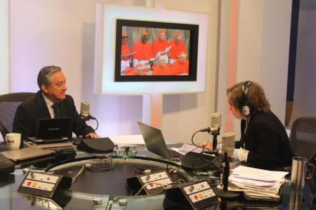 Carmen Aristegui conversa con Bernardo Barranco durante el Cónclave 2013