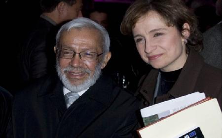 Carmen con el maestro Miguel Ángel Granados Chapa