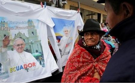 Venta de souvenirs a todo un éxito en Ecuador