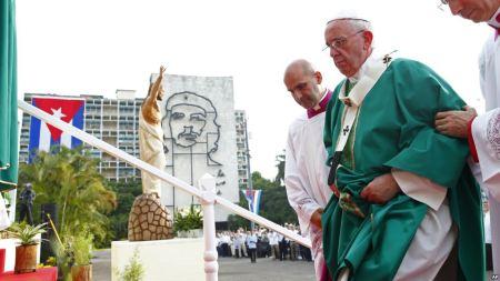 Cerca de 200 mil personas participaron en la misa dominical en la Plaza de la Revolución