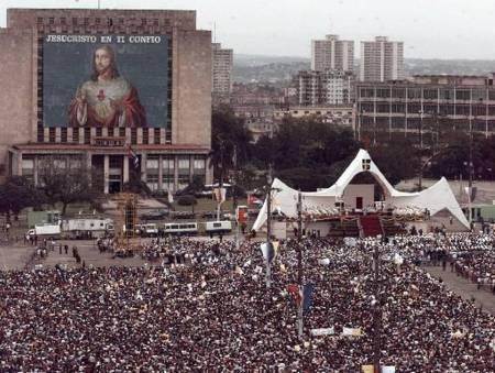 Panorámica de la Plaza de la Revolución  donde el Papa Wojtyla pidió a Cuba que se abriera pra que el mundo se abra a Cuba