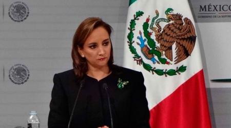 La  secretaria Claudia Ruiz Massieu descubre y revela que la visita de Francisco será política y pastoral al mismo tiempo