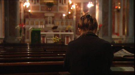 590476357-napoles-rezo-cristianismo-iglesia