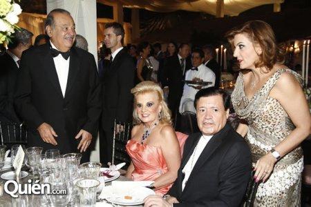 Cardenal Norberto Rivera muy cómodo compartiendo con las élites económicas